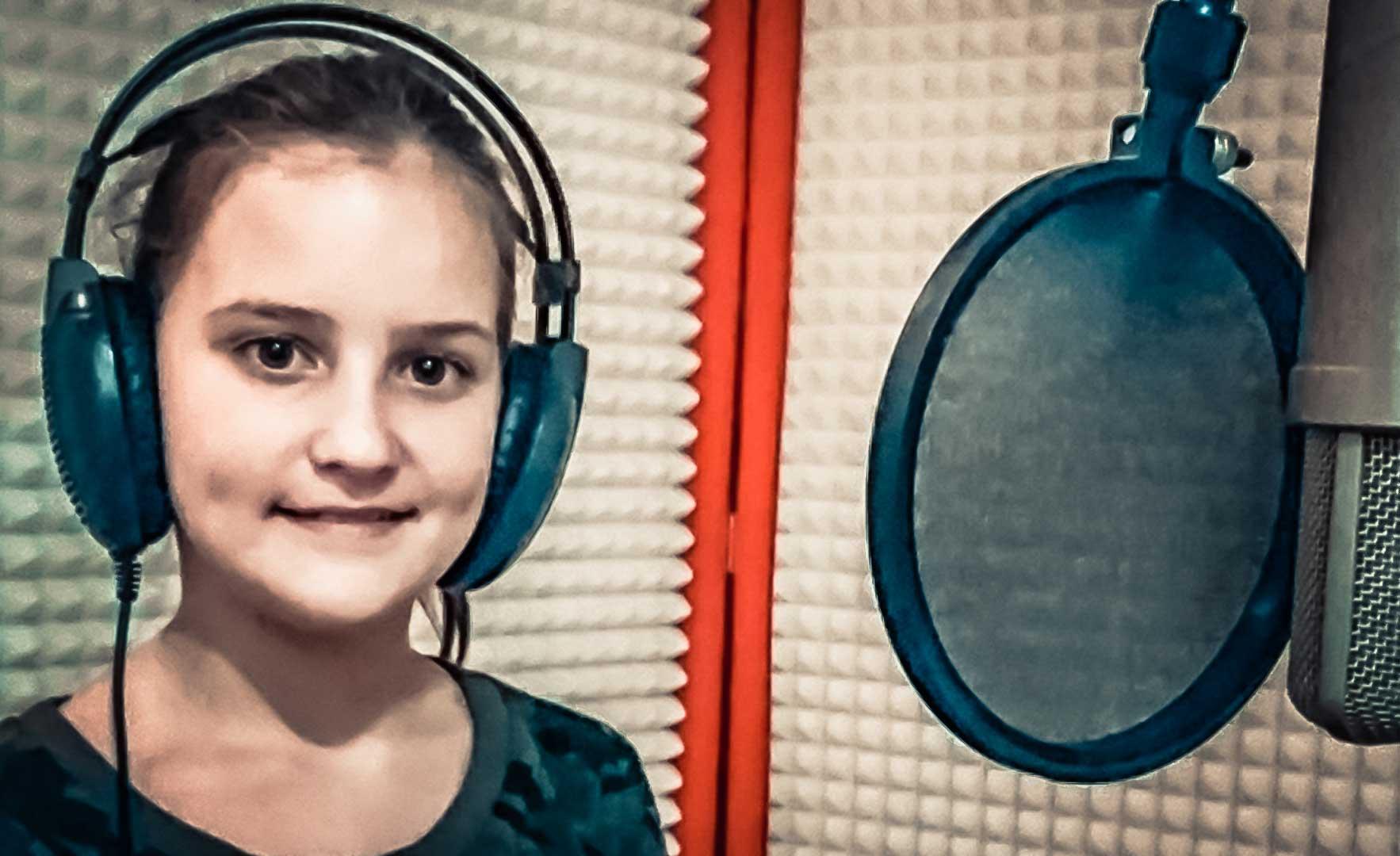 Adela Krošláková – Dnes, naša škola sviatok má (Letí pieseň, letí 2017)